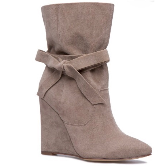 Shoe Dazzle Shoes - NWT🔥Faux Suede Slouchy Wedge Booties